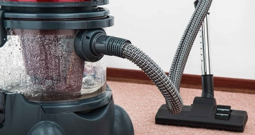 vacuum-cleaner-carpet-cleaner-housework-housekeeping-38325.jpeg